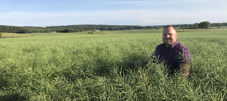 Rolnicy polubili internet. Daje on wiele możliwości i staje się wręcz niezbędny — mówi Armand Bruno Szara, rolnik z Karolewa koło Kętrzyna