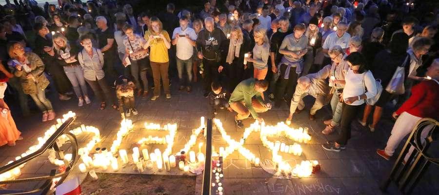 Protest sąd boron  Olsztyn-protest pod sądem w obronie niezawisłości sądów i przestrzegania konstytucji.