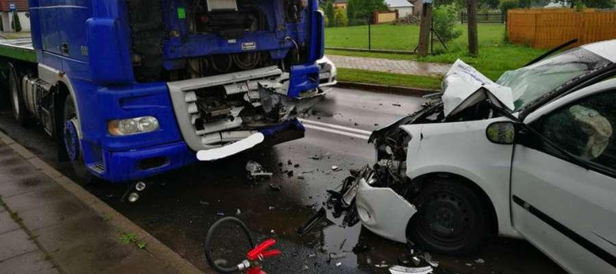 Do zderzenia czołowego doszło na łuku drogi, który był już miejscem niejednego wypadku