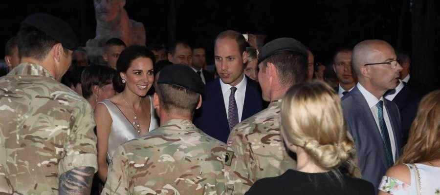 Żołnierze z wielonarodowej grupy bojowej w Orzyszu spotkali się z brytyjską rodziną królewską