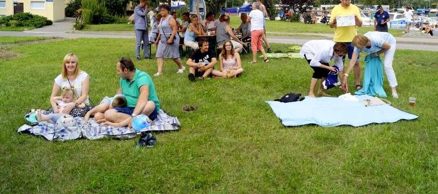 Sobotni piknik przyciągnął do Jachtklubu Elbląg całe rodziny