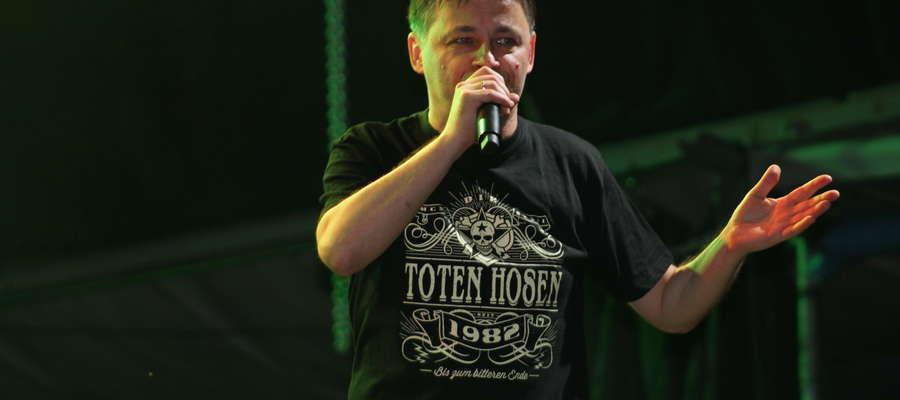 — Będziemy się starać, by odwiedzić Was jak najszybciej — mówił lider Farben Lehre w lipcu. Dziś wiadomo, że jego zespół w Kętrzynie pojawi się 21 września z koncertem akustycznym.