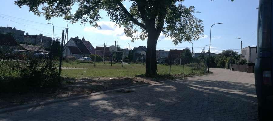 Kilka tygodni temu zakończyła się budowa ulic i chodników wokoło placu Mazurskiego. Jednak sam plac wciąż czeka na remont