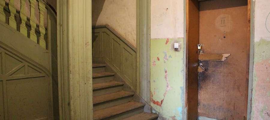 Podstawowym problemem komunalnego zasobu mieszkaniowego jest niedoinwestowanie w zakresie wykonywania prac remontowych