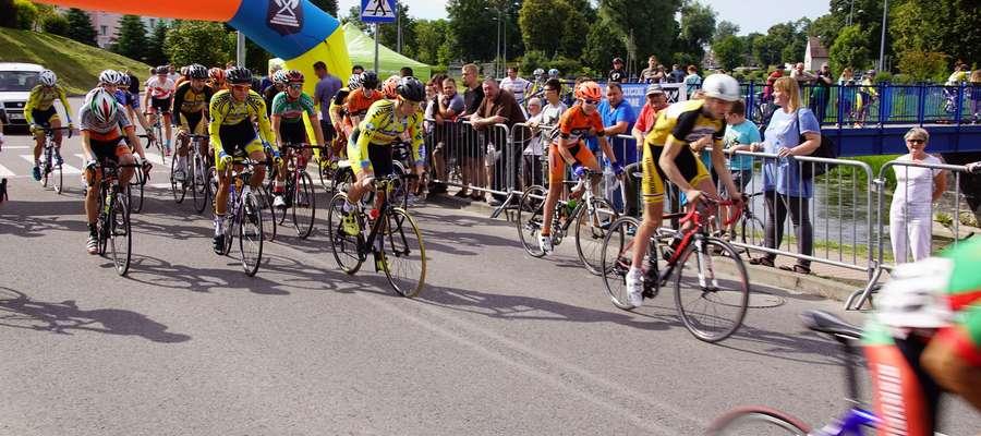 W kolarskim kryterium ulicznym w Bartoszycach wystartowało 145 zawodników z Polski i zza granicy.