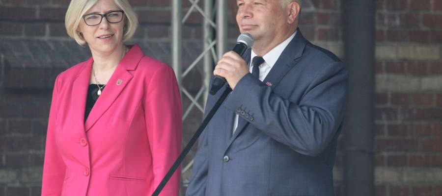 Dyrektor LO Anna Jurgilewicz i wicedyrektor Jarosław Klimko podczas obchodów 70-lecia szkoły