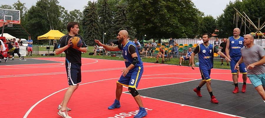 Turniej na plaży miejskiej nad jeziorem Niegocin