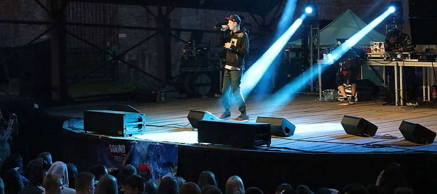Na scenie Filmik - raper z Litwy
