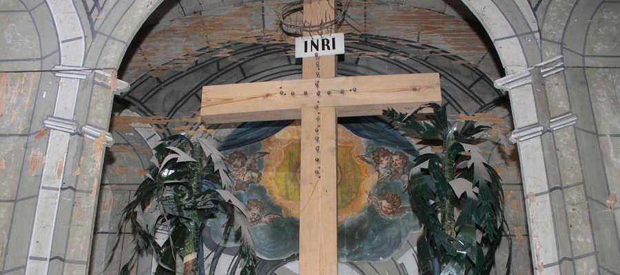 Rozpoczęcie prac konserwatorskich pozwoliło odkryć to, co było zakryte obrazem w ołtarzu głównym kościoła w Bisztynku.
