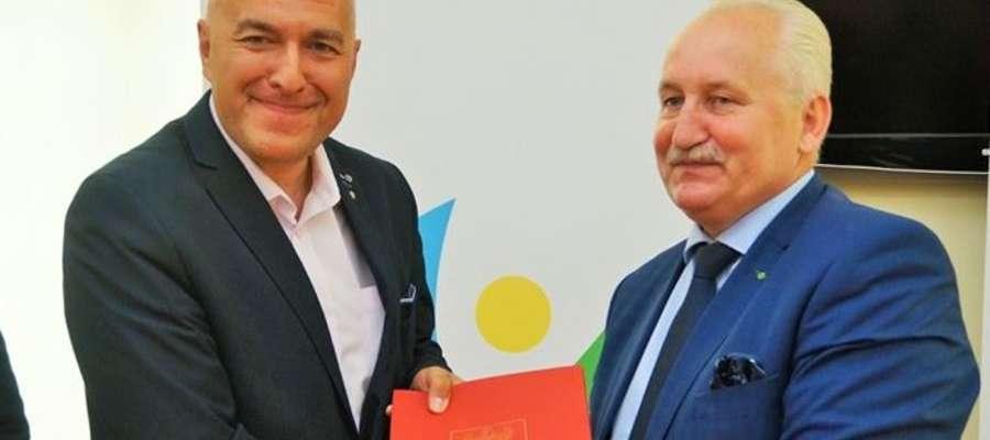 Burmistrz Ornety Ireneusz Popiel z marszałkiem województwa Gustawem Markiem Brzezinem