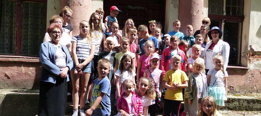 Dzieci m.in. zwiedzały pałac w Montowie.