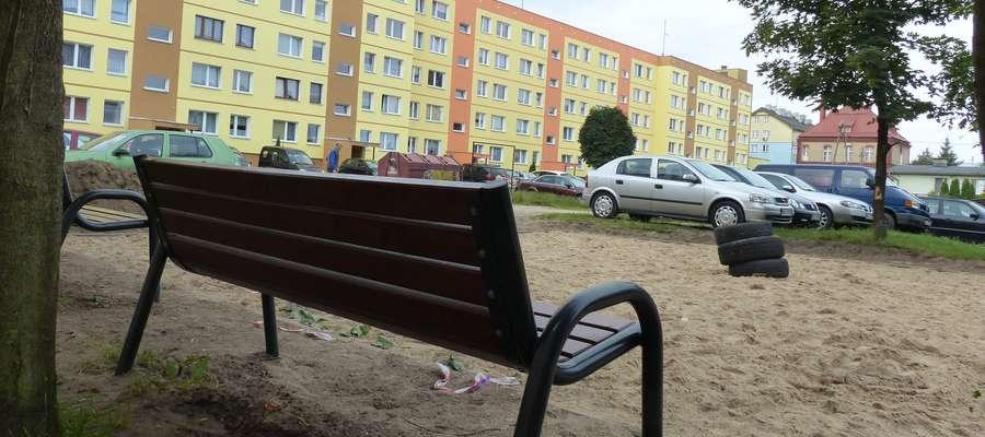 Dzięki interwencji naszej oraz radnego Janusza Zaborowskiego ratusz postanowił zamontować na tym osiedlu nowy plac zabaw