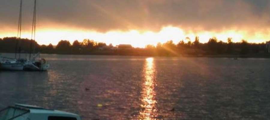 Wieczór nad jeziorem może być całkiem fajny