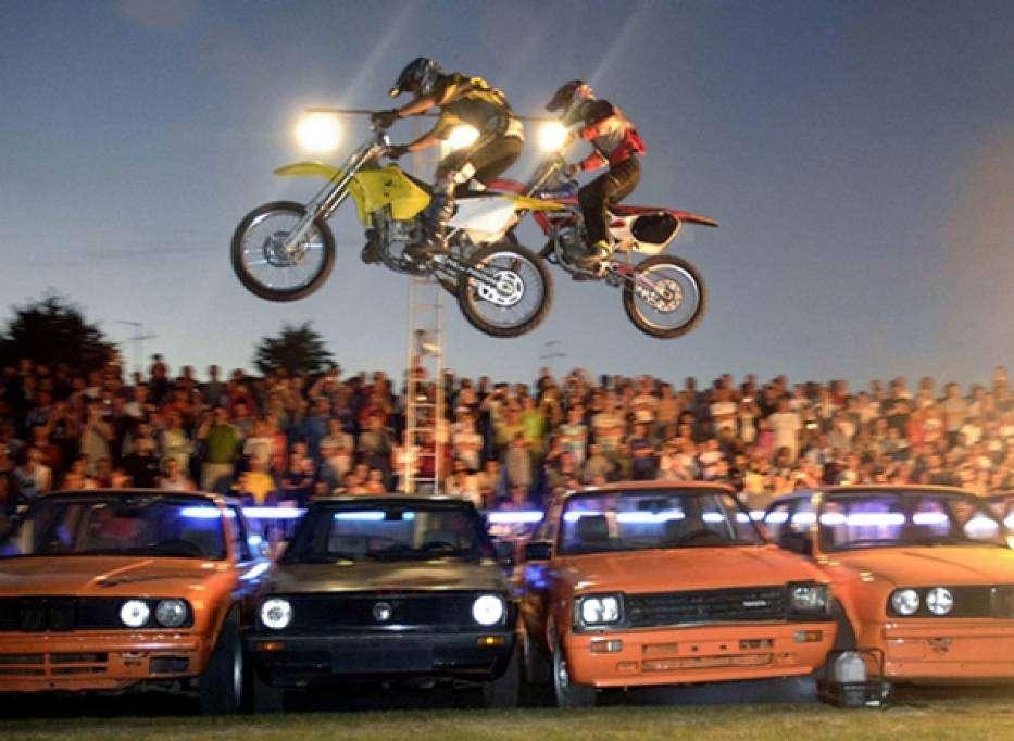 Ryk silników na stadionie Stomilu. Już w piątek w Olsztynie Stunt Show Speedway! - full image