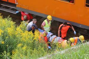 18-latek wpadł pod pociąg w Olsztynie. Trwa walka o jego życie [ZDJĘCIA]