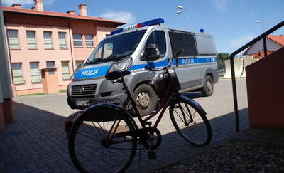 60-letnia rowerzystka wjechała na pasy wprost pod nadjeżdżający samochód