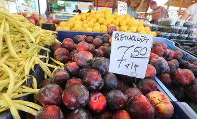 Ceny owoców cały czas idą w górę. Wyjątkowo drogie są m. in. śliwki