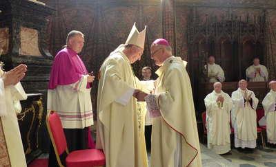Nuncjusz apostolski nałożył paliusz metropolicie warmińskiemu [ZDJĘCIA]