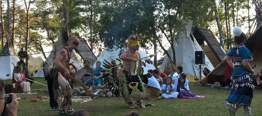 Tańce indiańskie były równie widowiskowe co spektakl