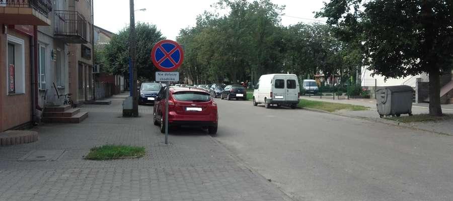 """Od momentu wprowadzenia zakazu na placu Wolności jest o wiele luźniej. Zdarzają się jednak kierowcy, którzy parkują """"na pamięć"""""""