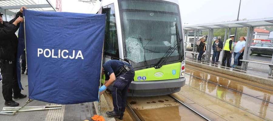 Na ul. Sikorskiego tramwaj potrącił pieszą, 30-latkę. Do wypadku doszło właśnie na al. Sikorskiego, którą motorniczy zaliczają do najtrudniejszych