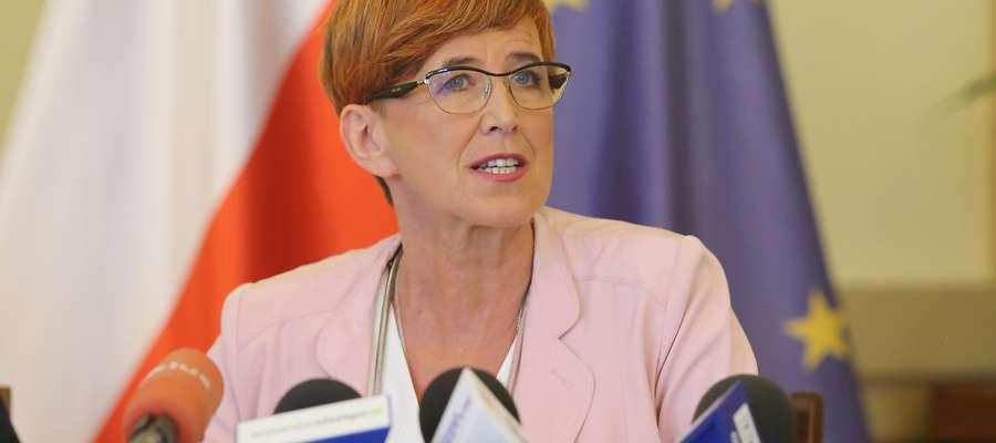 Elżbieta Rafalska minister  Olsztyn-Elżbieta Rafalska minister rodziny,pracy,polityki socjalnej na konferencji w UW podsumowuje program 500 polus