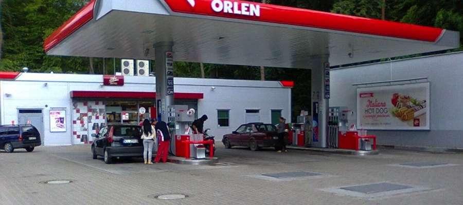 Stacja benzynowa przy ul. Sienkiewicza w Iławie — to tu ujawnił się poszukiwany 49-latek z Tyrowa