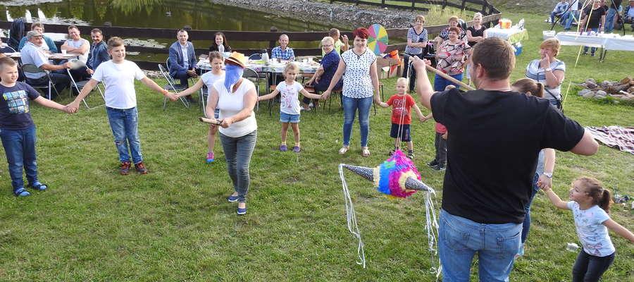 Zabawy dla dzieci podczas imprezy w Ostaszewie