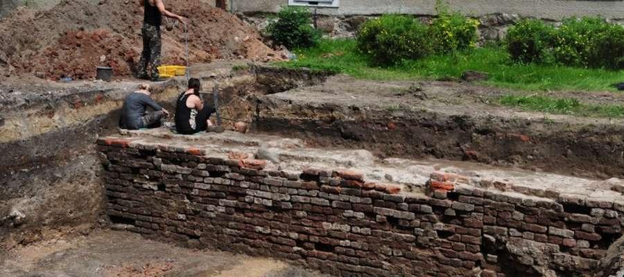 Archeolodzy odkryli mur gotycki