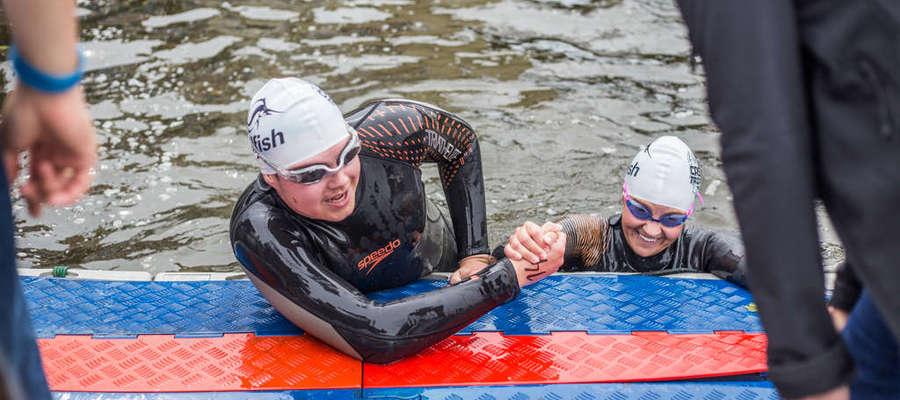 Pierwsza konkurencja, pływanie, została rozegrana 20 sierpnia. Wyścig na dwóch dystansach ukończyło 30 zawodników