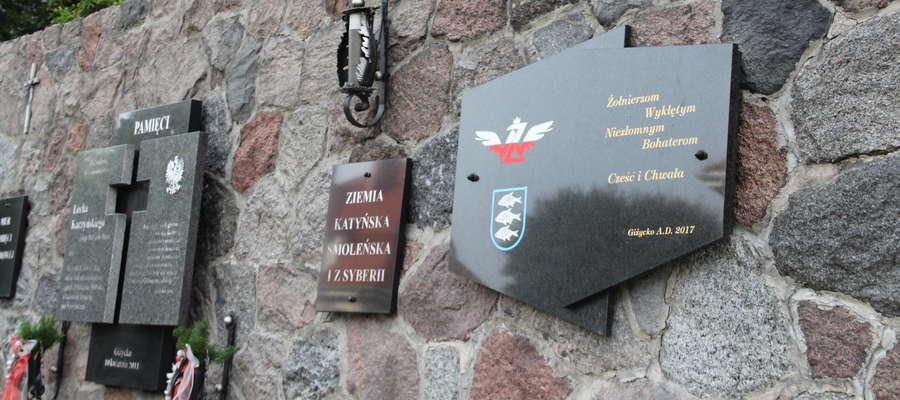 Tablica poświęcona Żołnierzom Wyklętym na Murze Pamięci Narodowej