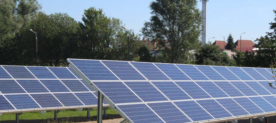Energia słoneczna wykorzystywana jest głównie do wytwarzania ciepła w kolektorach słonecznych lub do produkcji energii elektrycznej w modułach fotowoltaicznych