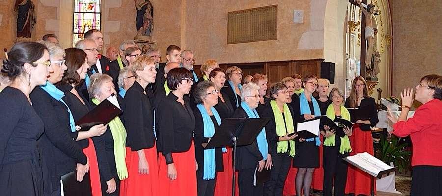 Wspólny koncert chórów — nowomiejskiego i francuskiego w Arnage