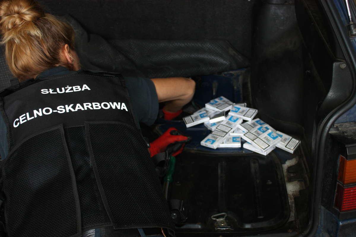Россиянин заявил на границе, что 50 тысяч сигарет в машину ему подбросили