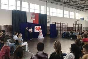Uczniowie I LO w Olecku oddali hołd ofiarom II wojny światowej