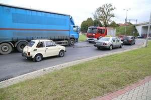Ciężarówka potrąciła pieszego na rondzie OKS w Olsztynie. Mężczyzna walczy o życie [ZDJĘCIA] [ATKUALIZACJA]