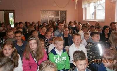 Inauguracja nowego roku szkolnego w szkole w Zwiniarzu