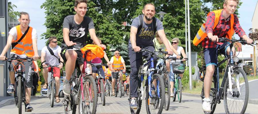 """W czerwcu działdowska biblioteka zorganizowała rajd rowerowy """"Odjazdowy Bibliotekarz"""""""