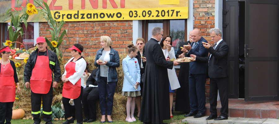 Księża szybko zaczęli obsługiwać gości