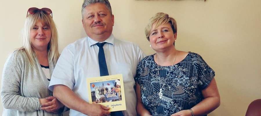 Beata Gołębiewska, starosta Marian Janicki i Renata Buczyńska