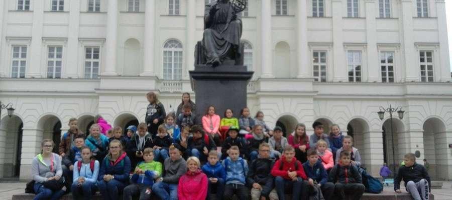 Uczniowie z Dłutowa zwiedzali Warszawę [zdjęcia]