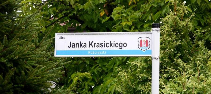 Choć nowa nazwa ulicy już prawnie obowiązuje, we wtorek 5 września wisiała tu stara tabliczka