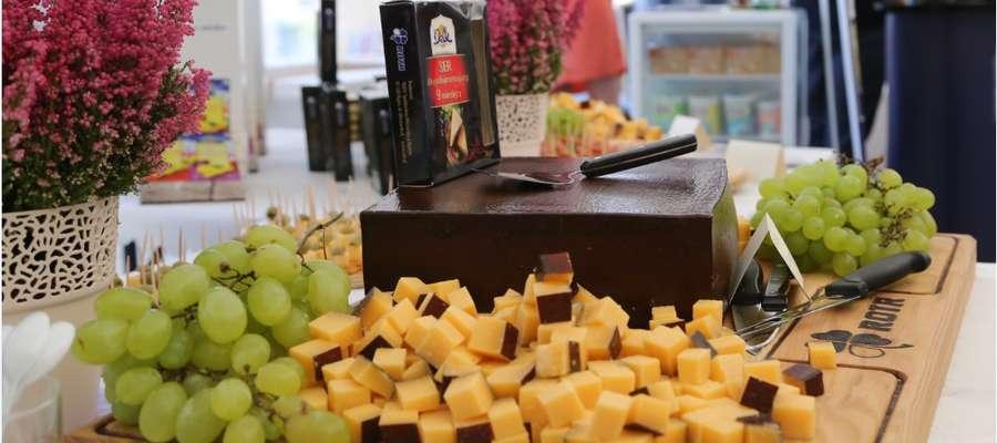 Na tegorocznym festiwalu zaprezentuje się około 30 wystawców – najlepszych krajowych producentów serów i twarogów