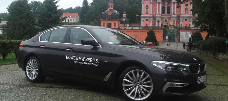 BMW z perłą baroku w tle