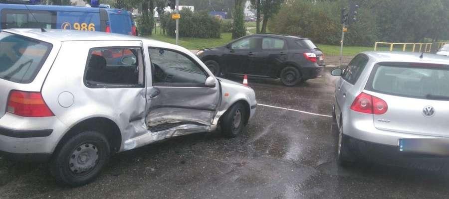 Wypadek na skrzyżowaniu w Olsztynie. Dwie osoby poszkodowane