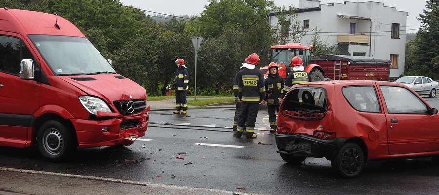 Zdarzenie z udziałem trzech samochodów w Nowym Mieście, kobieta w szpitalu