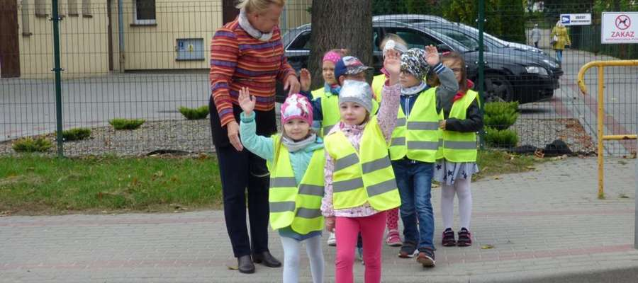 Przedszkolaki ćwiczyły w praktyce przepisy ruchu drogowego