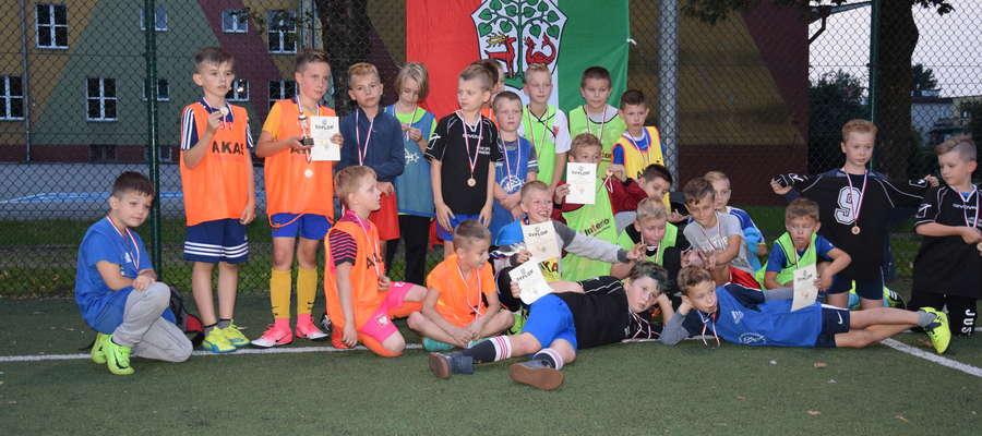 fot. 1 Zbiorowe zdjęcie drużyn