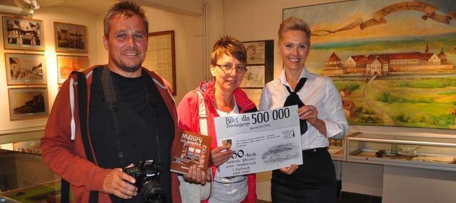 (Z lewej) Państwo Jolanta i Maciej Mularczyk oraz dr Aneta Karwowska, dyrektor MZP