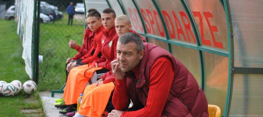 Zafrapowana mina Arkadiusza Klimka, asystenta trenera Wojciecha Tarnowskiego, mówi wiele o aktualnej sytuacji GKS-u Wikielec